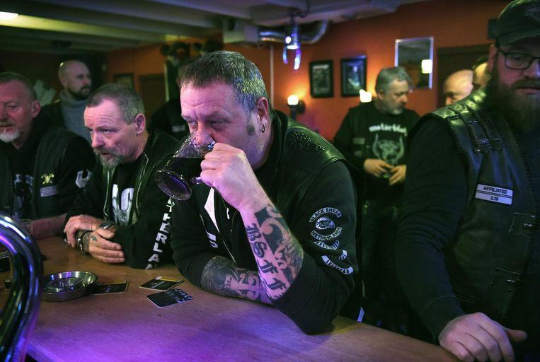 Een clubavond van motorclub Black Sheep. Beeld Marcel van den Bergh / de Volkskrant
